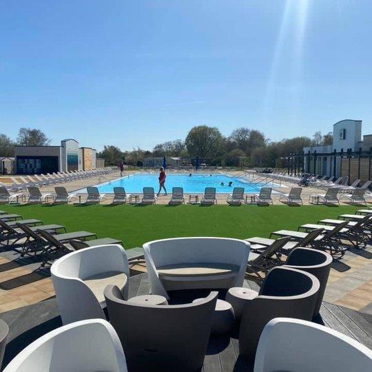 Tattershall Lakes outdoor pool